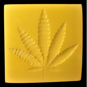Decorative plate in ceramic resin with hemp leaf in relief
