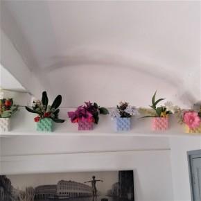 Mini pot de fleurs cubique avec extérieur en forme d'escalier et aimant intégré