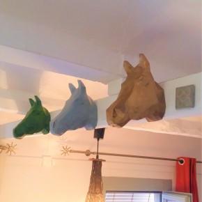 Tête décorative de cheval de style origami