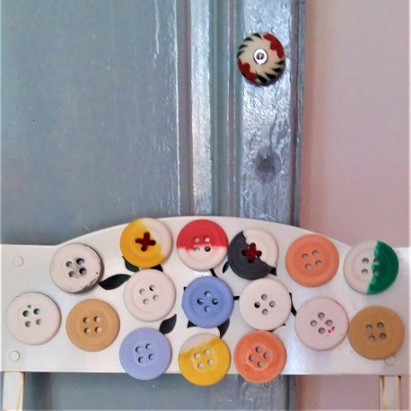 Button, with or without magnet, and customizable colors