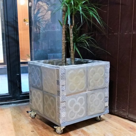 Large pot Panots customizable with 4 wheels and brakes