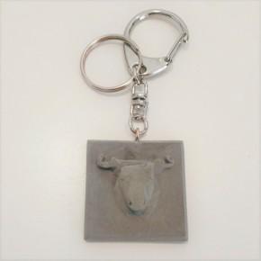 Key chain with bull pendant in ceramic resin