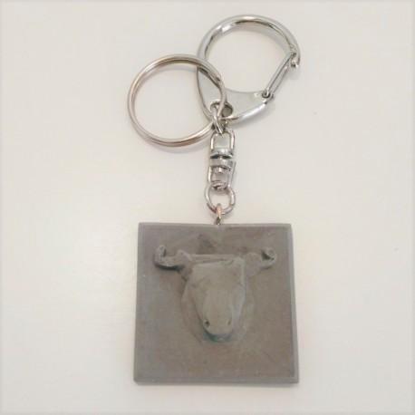 Clauer amb penjoll toro en resina ceràmica