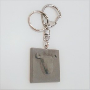 Set of 10 customizable key chains with bull pendant in ceramic resin