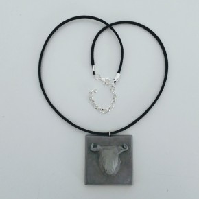 Adjustable necklace with a bull pendant in ceramic resin