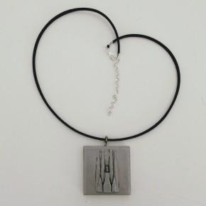 Collar ajustable amb penjoll Sagrada Familia en resina ceràmica
