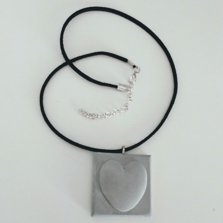 Adjustable necklace with a heart pendant in ceramic resin