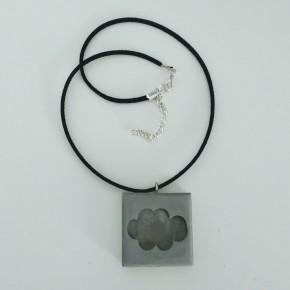 Collar ajustable amb penjoll de núvol en resina ceràmica