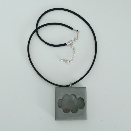 Adjustable necklace with a cloud pendant in ceramic resin