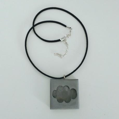 Collier ajustable avec un pendentif nuage en résine céramique