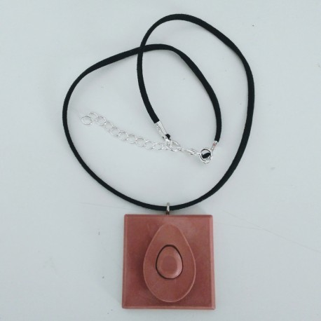 Adjustable necklace with an avocado pendant in ceramic resin