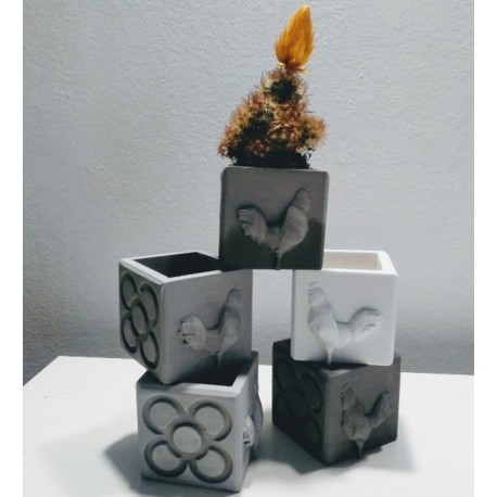 Mini cubic rooster and panot pot