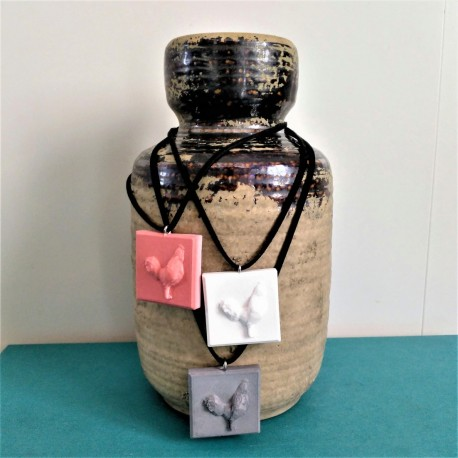 Collier ajustable avec un profil de coq en résine céramique