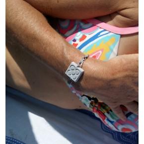 Bracelet de main Fleur de Barcelone, fermoir latéral avec mousqueton