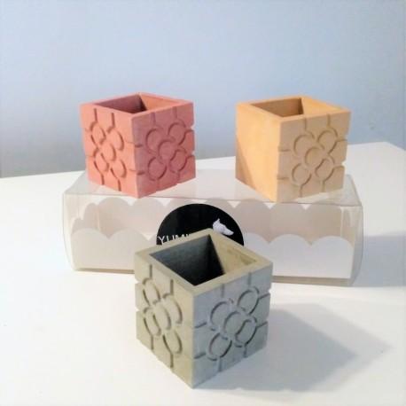 3 mini vase cubiques magnétiques rosette de Bilbao