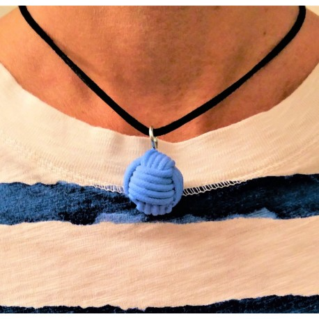 Necklace with a monkey fist pendant