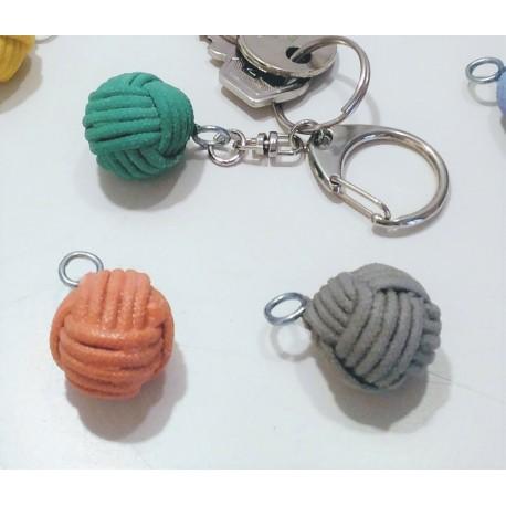 Porte-clés avec pendentif pomme de touline en résine céramique