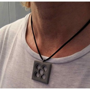 Collar Flor de Barcelona amb penjoll Panot calat
