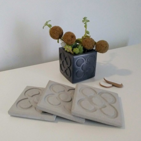 3 coasters Panot, Rose of Barcelona, in concrete (light grey)