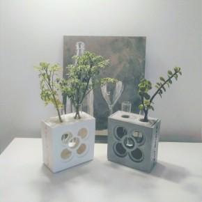 Soliflor double ajouré Panot, avec deux vases tube