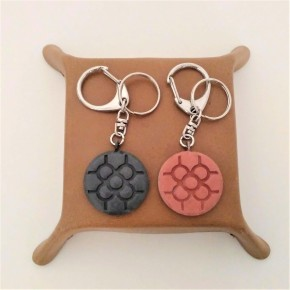 Key chain with round Bilbao rosette tile pendant in ceramic resin