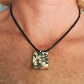 Collaret Flor de Barcelona, Panot petit acabat metall daurat