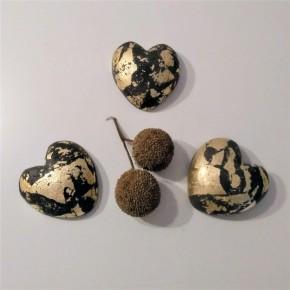 3 pisapapeles corazón gris con acabado metal dorado