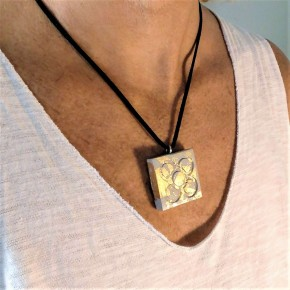 Barcelona flower necklace, large Panot with golden metal finish
