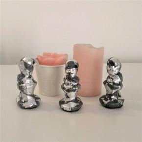 3 figuretes de Caganer en resina ceràmica gris amb acabat metall platejat