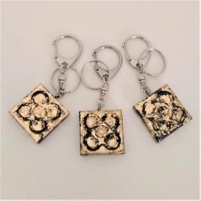 Grand porte-clés avec panot, finition métal doré