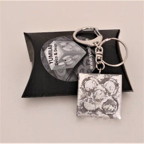 Keychain with large panot, silver metal finish