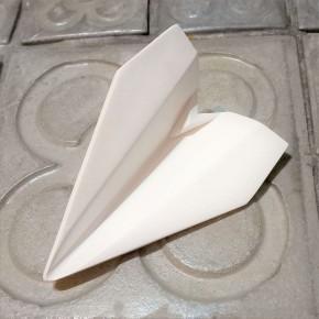 Avion personnalisable de style origami avec pointe