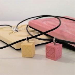 Collier petit cube Panot, fleur de pavé de Barcelone, Panot