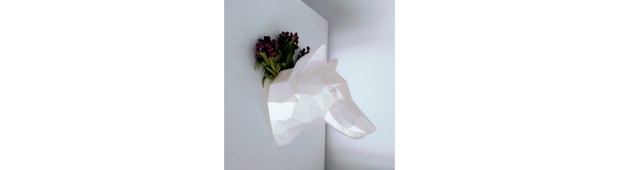 Customizable wolf decorative head with integrated magnets