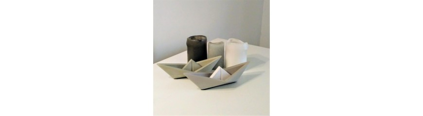 Large customizable origami style sailboat