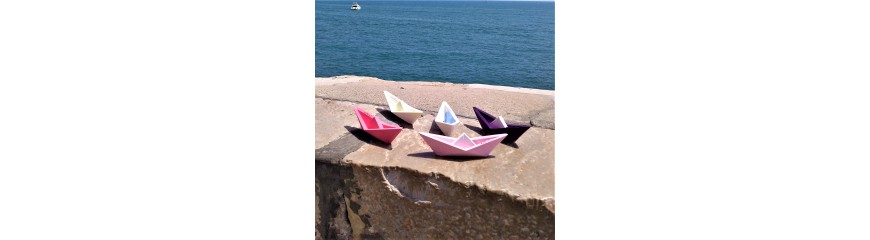 Customizable origami style sailboat