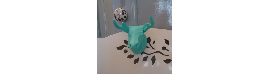 Customizable bull decorative head with integrated magnet